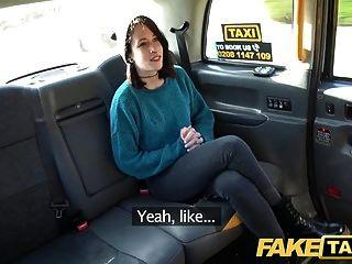 Fake Taxi Slim Minx Wird Frech Und Nackt