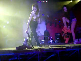Urlaub Mädchen Streifen Auf Der Bühne