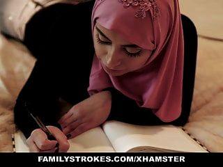 Familystrokes Pakistanische Frau Reitet Hahn Im Hijab