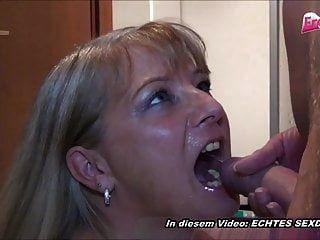 Devote Deutsche Hausfrau Pisse In Den Mund Vor Milf