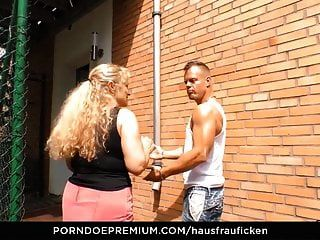 Hausfrau Fickt Deutsche Oma Cheats Mit Jüngerem Kerl
