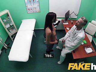 Gefälschte Krankenhaus Schmutzige Arzt Streckt Fit Babes Pussy