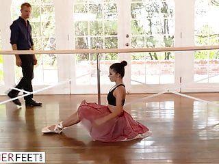 Perve-ausbilder Nutzt Bendy Ballerina