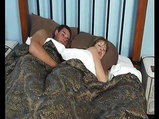 Mutter Mit Ihrem Sohn Im Hotel Eine Sehr Heiße Nacht