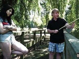 Opa Fickt Teen Nimmt Die Enge Muschi Des Teenagers In Die Stadt